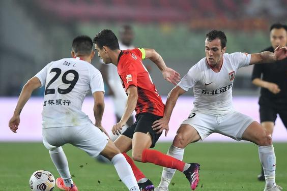 矛盾对决!上海海港被升班马逼平,双方狂射32脚10次射正却0进球