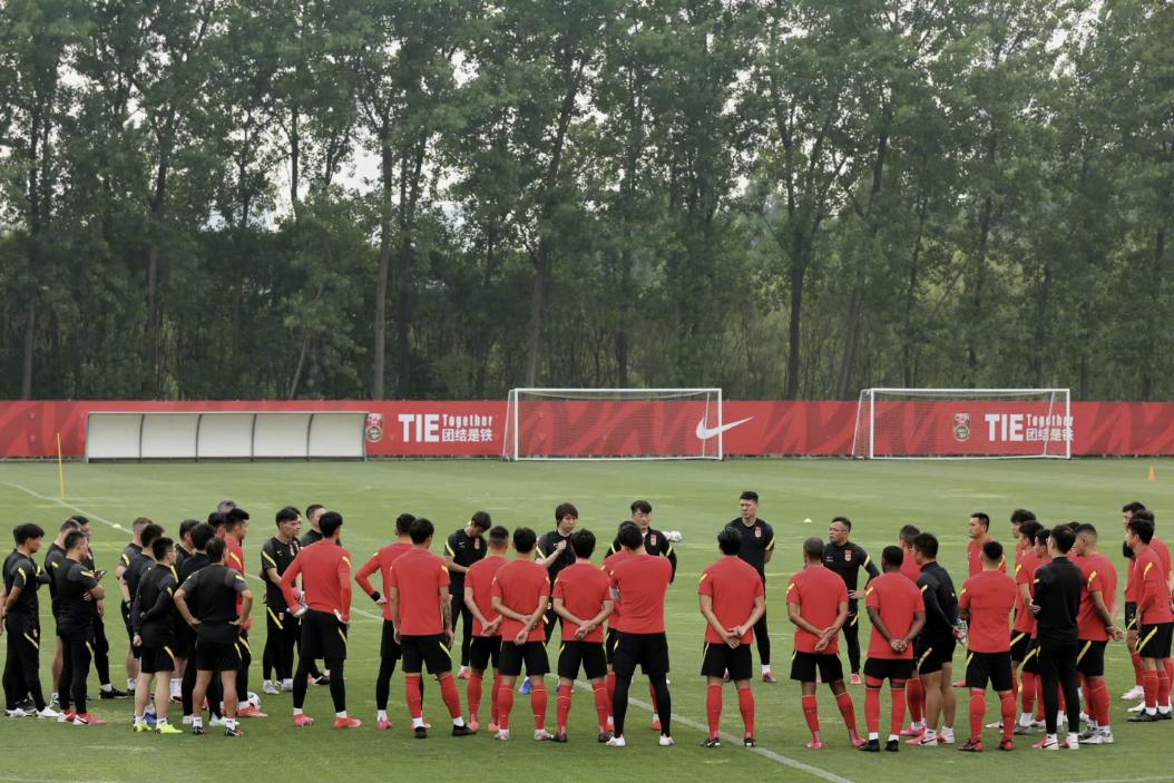 国足在5月15日重新集结完毕,国足进行集结后的第一堂训练课