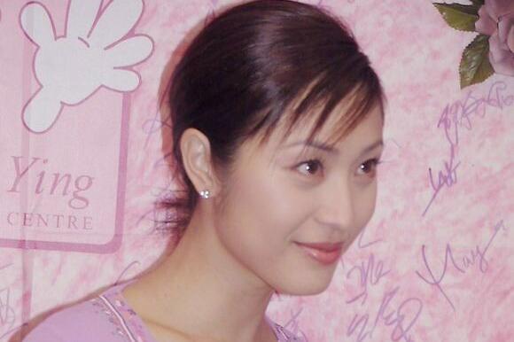 陈法蓉早年旧照曝光,五官精致清纯靓丽,满脸胶原蛋白