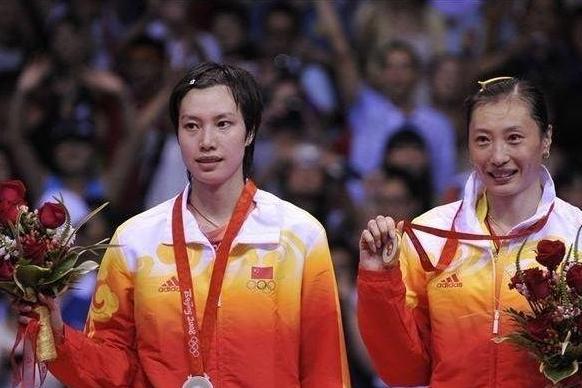 国羽大器晚成奥运冠军,当教练挺孕肚率队夺冠,嫁大11岁前国手