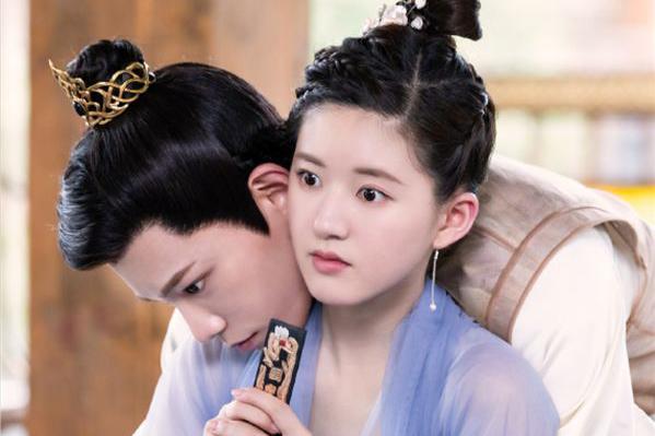剧中耳饰有多美,馨子可爱,赵露思简单,看到赵丽颖:好潮流啊!