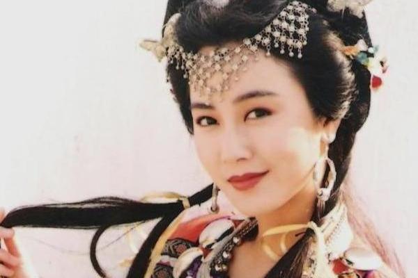 刘銮雄送她超跑,她却说最想嫁郭富城,今郭富城都当爹了她还单身