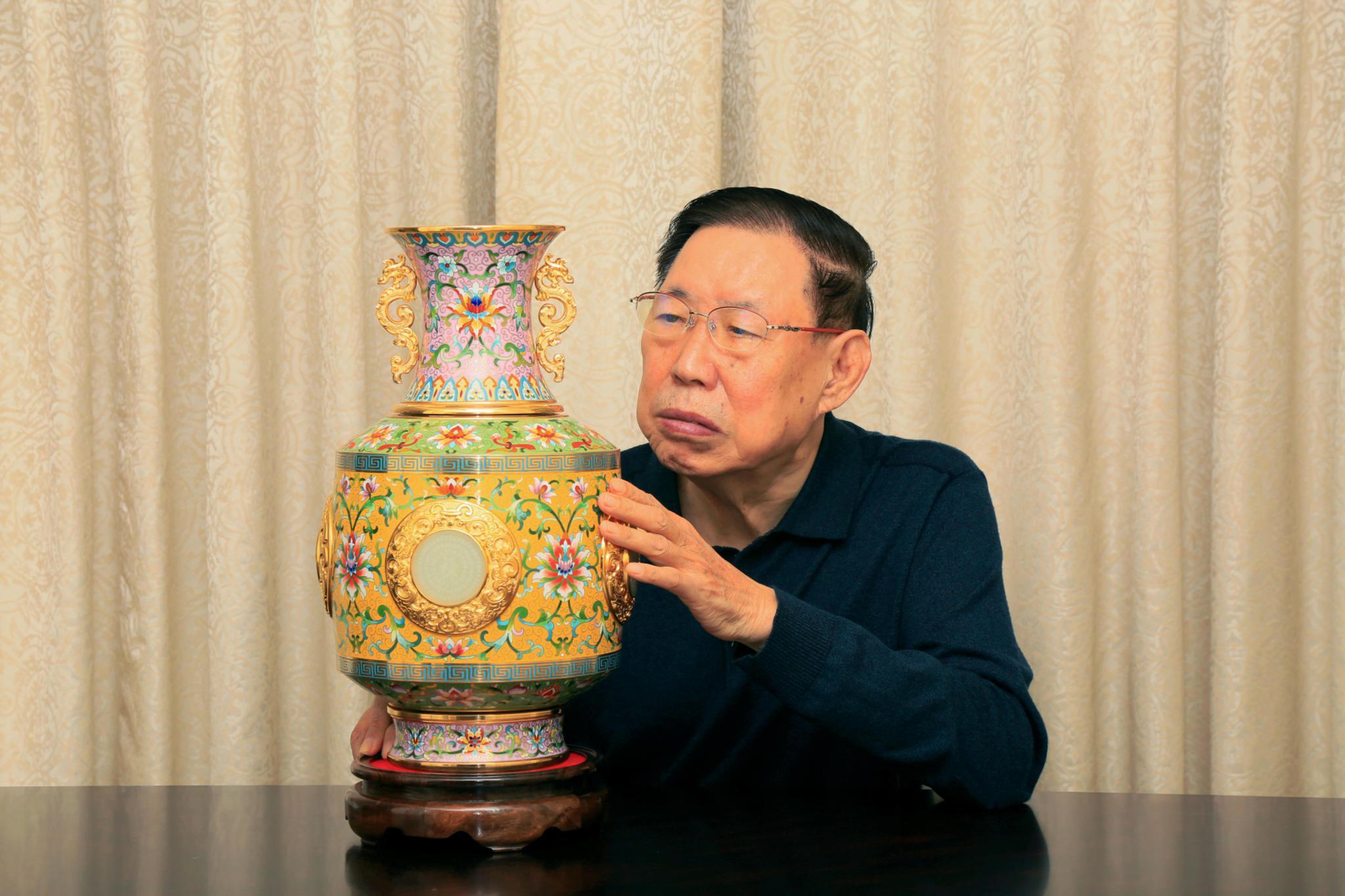 张同禄大师首尊景泰蓝转心瓶《百年复兴·报喜甁》首发式在京举行