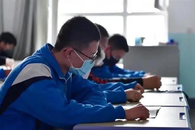 距高考仅两个月,10省仍未公布开学时间,家长:高考怎么办?