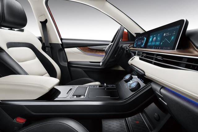 10万以内最科幻的紧凑级SUV 标配双12寸屏 档把设计独特
