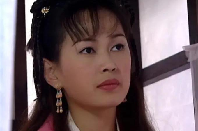 《洗冤录》22年:欧阳震华依然是TVB收视福将,蓝彩蝶不温不火