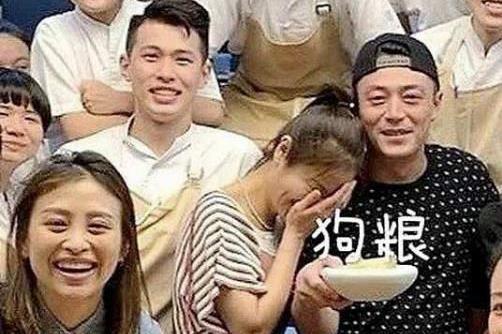 霍建华和林心如庆祝结婚四周年,却遭吐槽身材走形,还撞脸赵本山