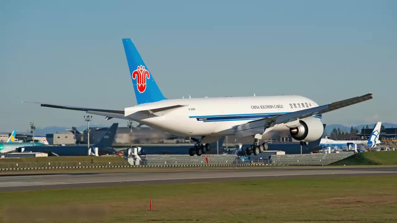 南航的最新一架波音777-F货机起降真漂亮
