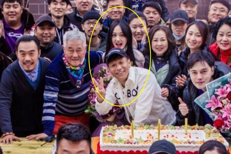 郑爽林更新出演《刘老根4》,我却注意他们的站位,太有排面了!