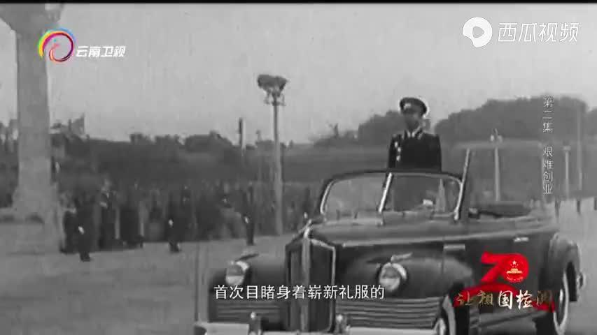 1955年大阅兵,受阅部队官兵身穿新式军服,显得格外引人注目