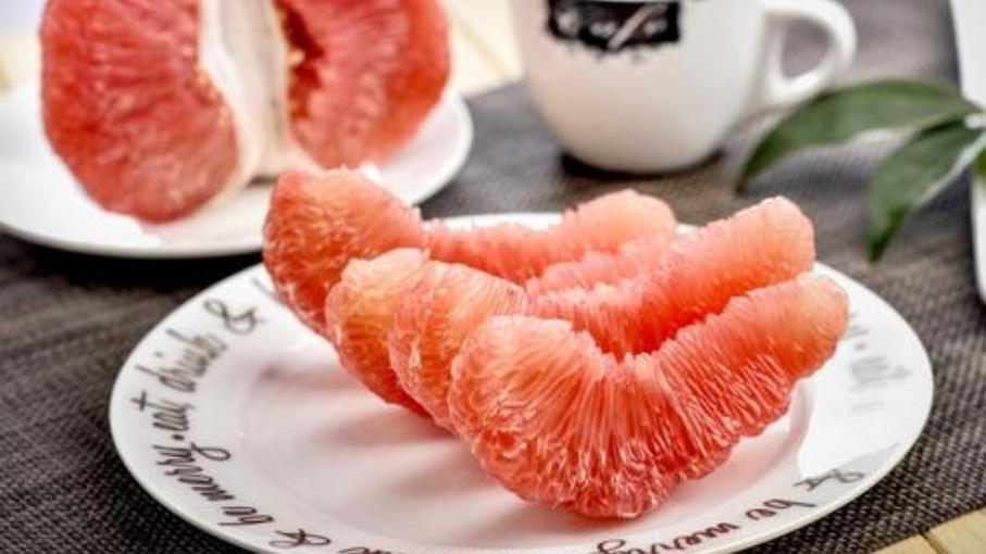 孕妈常吃点柚子,对胎儿智力发育有帮助,还补充叶酸,增强免疫