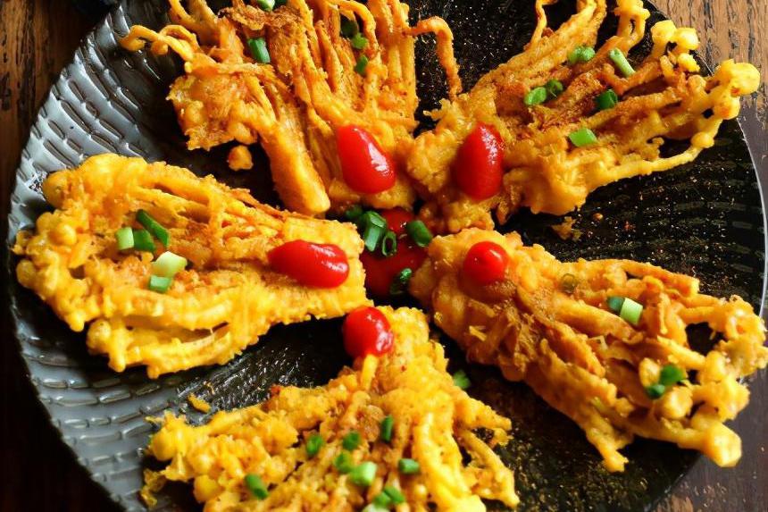 金针菇除了可以烧烤,还有新吃法,香辣可口,居家美食