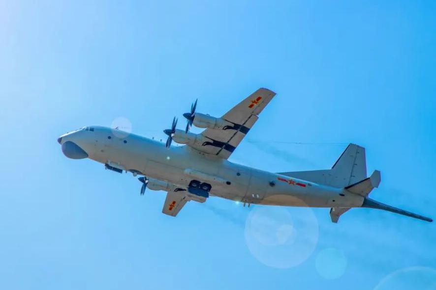 中国海军高新6反潜机演练 超低空飞行小航线着陆(图)