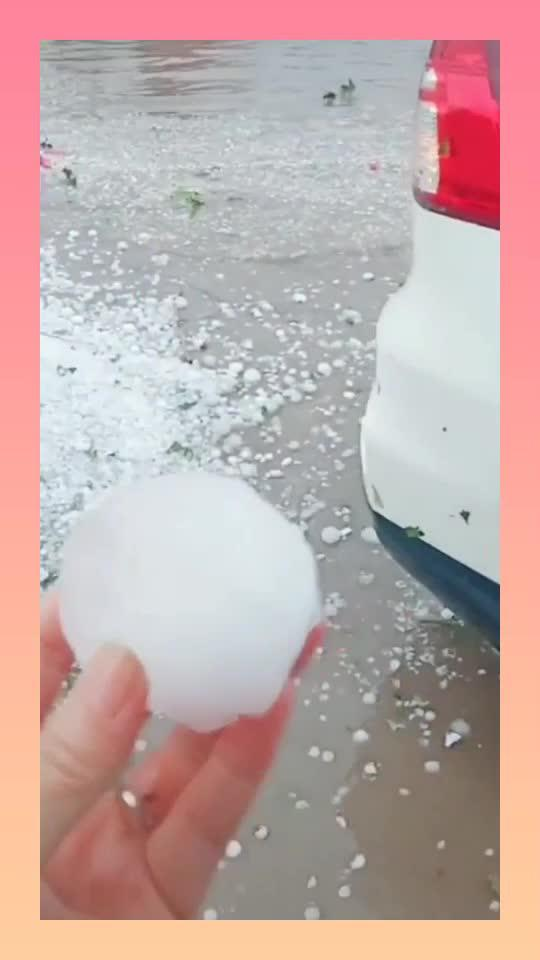 刚提的车就遇到冰雹