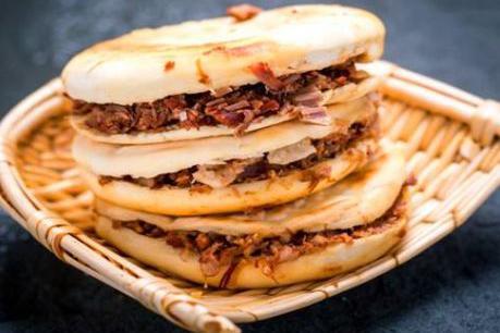 陕西肉夹馍家常做法,从和面到卤肉详细教你做,饼皮酥脆肉香醇