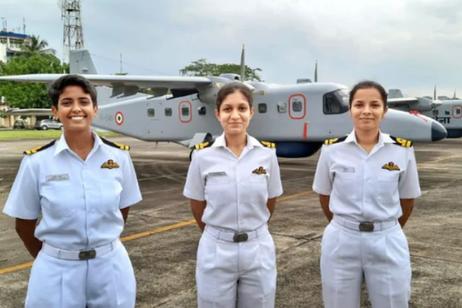 印度海军海上侦察任务首次出现女性飞行员(图)