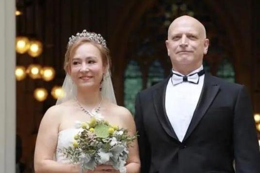 以刘家良遗孀身份55岁嫁入赌王家族,翁静晶的传奇人生远不止此