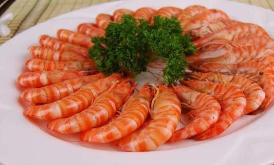 煮虾时,到底是用热水还是冷水?难怪虾又腥又老