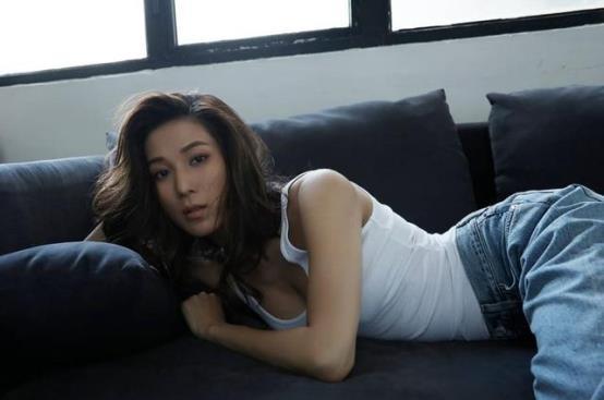 36岁钟嘉欣感叹做全职妈妈艰苦,网民:什么时候拍剧?