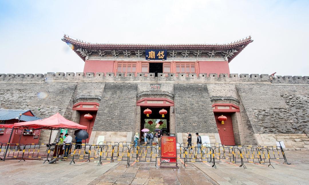 山东最受游客欢迎的古建筑群,位于三线城市泰安,和北京故宫齐名