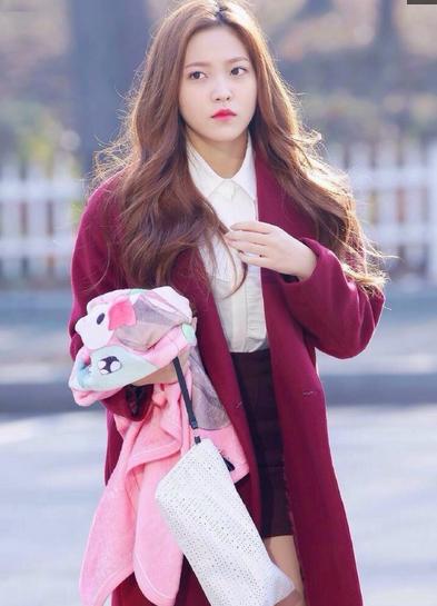 韩国歌手金艺琳,让人感觉又恋爱了