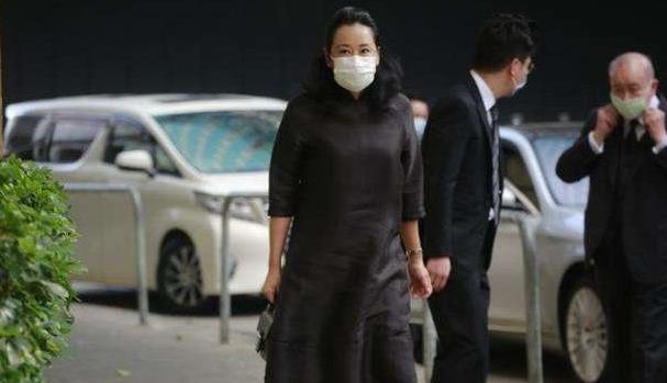 62岁朱玲玲不穿高定裙也美,五分袖旗袍高贵典雅,阔太气质惊艳