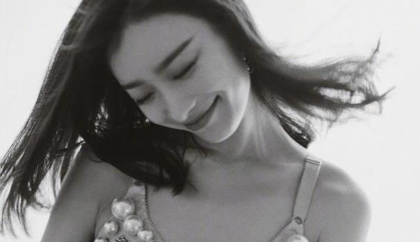 """31岁倪妮终于营销美貌!""""内衣""""吊带裙高级性感,水蛇腰过分迷"""