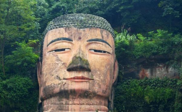 世界上最高的石雕佛像,不同的角度带你领略不一样的乐山大佛