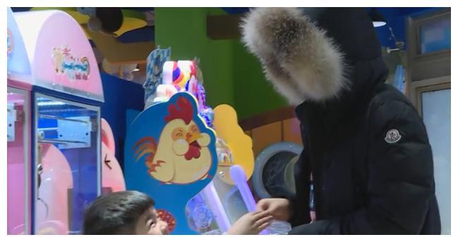 重温:安吉变身夹娃娃高手,一抓一个准,胡可的少女心都爆发了!