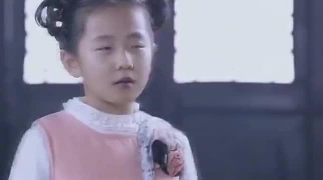 汉奸不忍心向亲妹下手,日本女间谍把致命毒药放在脖子后面