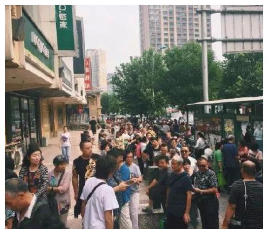 欣乐又开始排队了,天津人节日的仪式感,是从嘴边到心里
