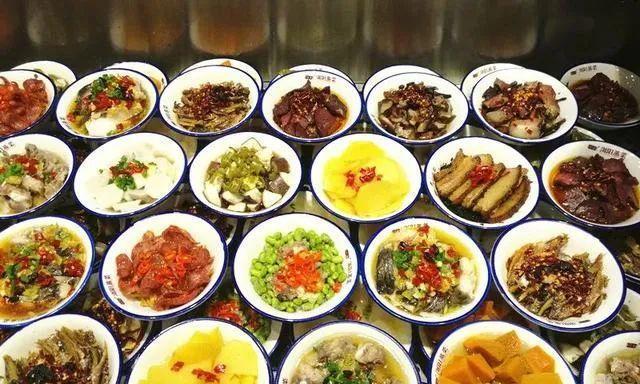 浏阳蒸菜的一道风味菜:干豆角蒸腊耳朵