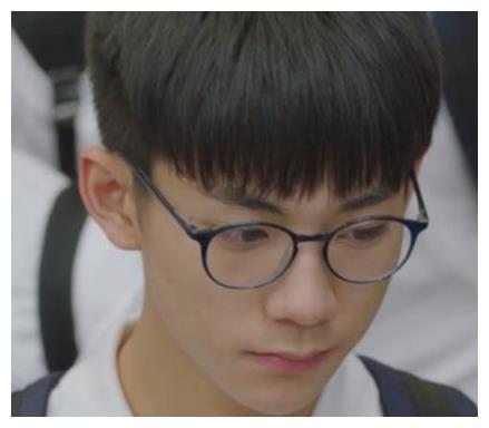 磊儿刘家祎晒大学生活,同班女生颜值高,不输实验班张子枫夏梦