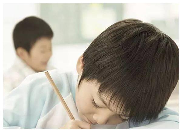 小小年纪就驼背?家长要重视,它可能暗藏着大疾病,严重要手术