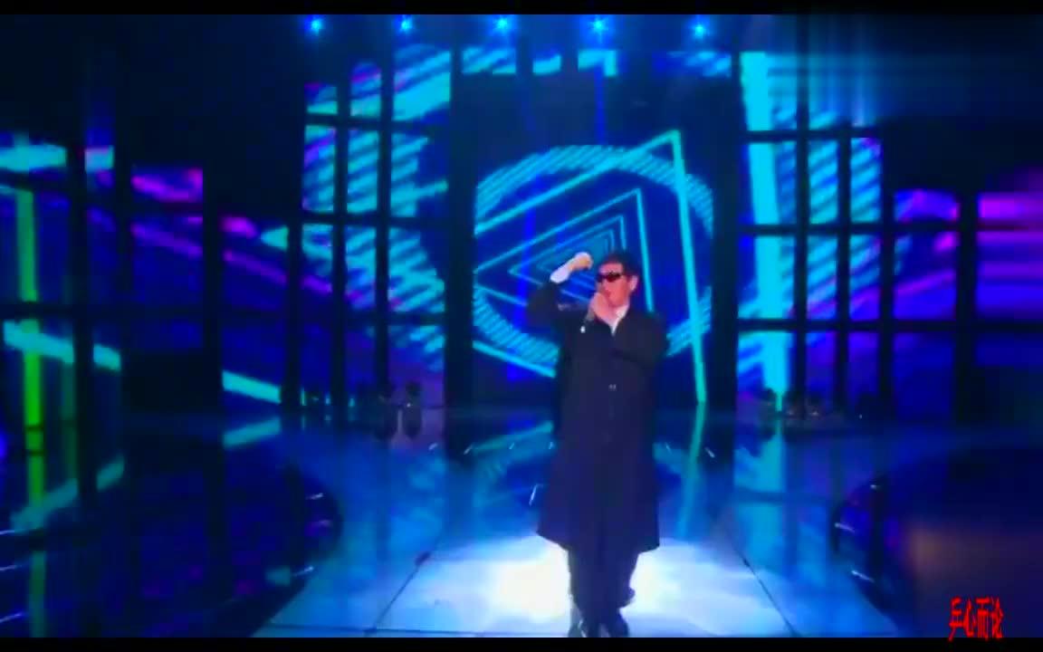戴墨镜穿风衣,大衣哥朱之文与乔军老师酷酷的《冷酷到底》