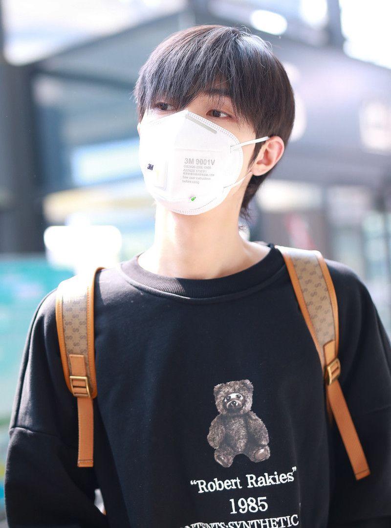 宋继扬的机场时尚 黑发 双肩包完全清爽少年