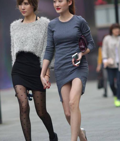 街拍美图:小姐姐时尚高跟搭配紧身裙,尽显玲珑有致的好身材!