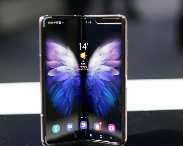 三星首款5G折叠屏手机 心系天下W20 5G现场图赏