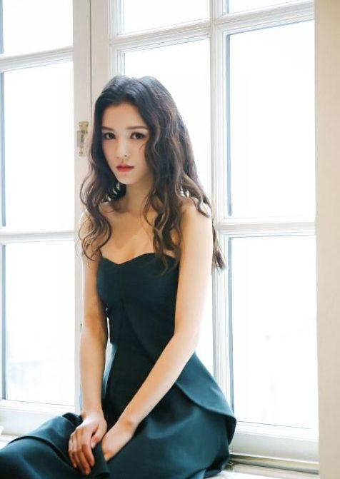 张予曦:清纯颜值加上好身材,女神气质无疑