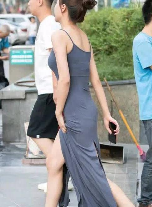 街拍,一条吊带裙穿出优雅的体态美,自信的美