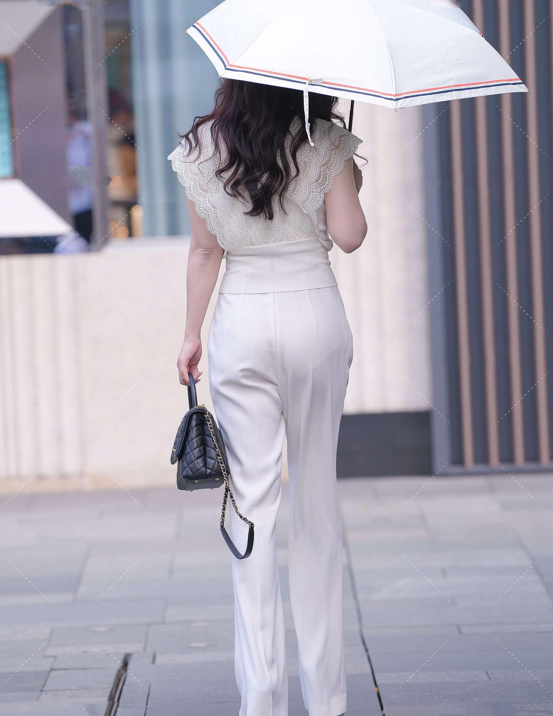 抹胸蓝白格子修身超短连体裙搭白色长筒丝袜,甜美清新,时尚前卫