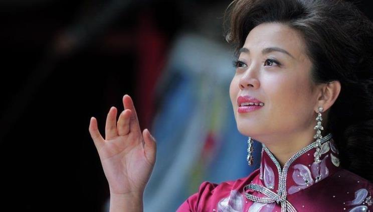 她是李谷一的女儿,曾上过23次春晚,如今依旧单身