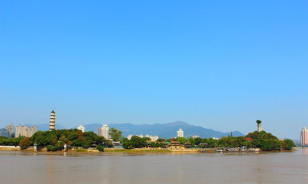浙江一座岛屿,属中国四大名屿之一,岛屿中名胜古迹众多
