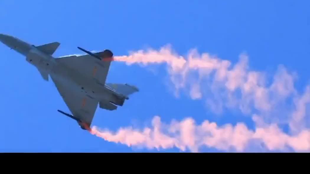 中国空军歼10B战斗机,空中特技飞行表演的超清画面!