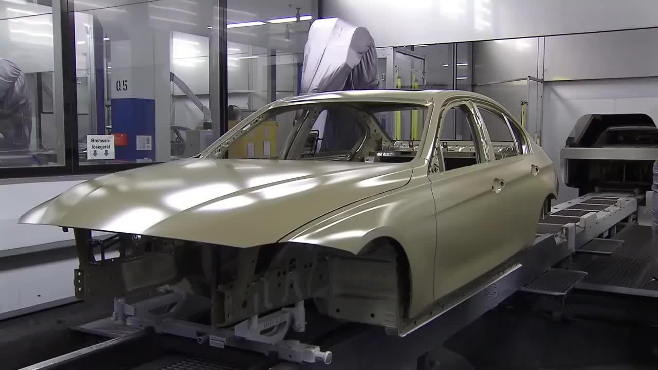 10年前的宝马3系涂装生产车间,感觉差距好大!