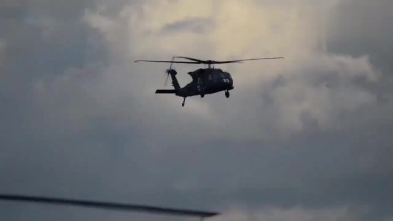 作为后勤医疗直升机的HH60铺路鹰直升机!