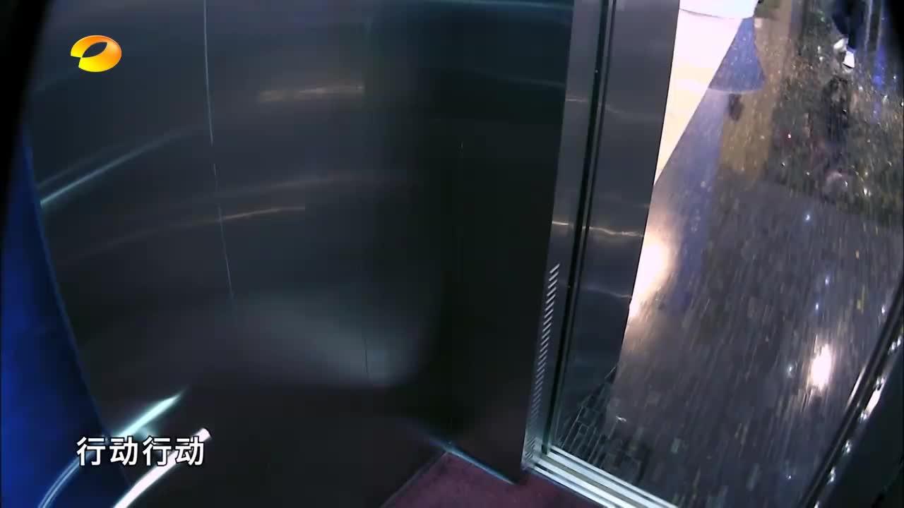 在蒋欣进到安排好的电梯后,信高兴得像个孩子,直呼成功了!