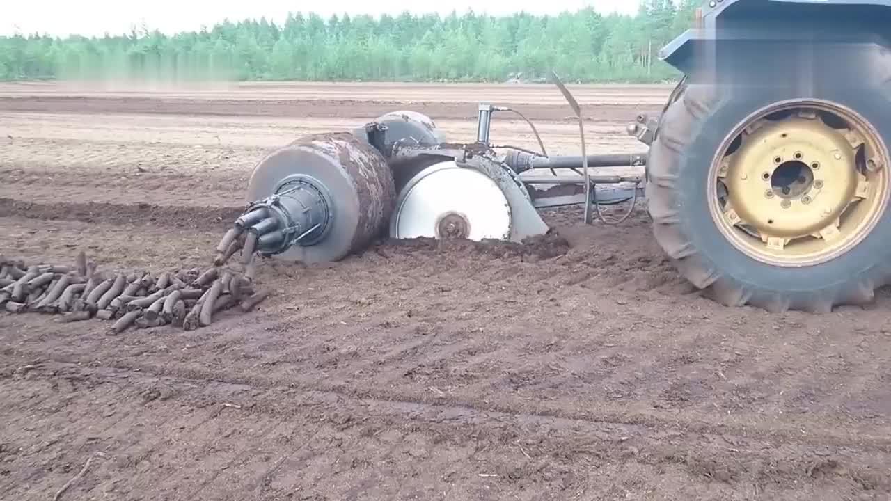拖拉机奇特的工作方式,谁见过?简直出神入化!