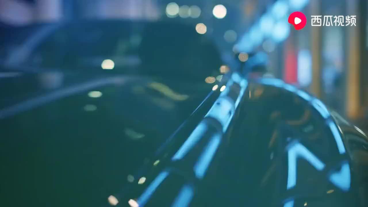 欧陆GT的小片请您欣赏,首先伦敦街头,是硬顶版