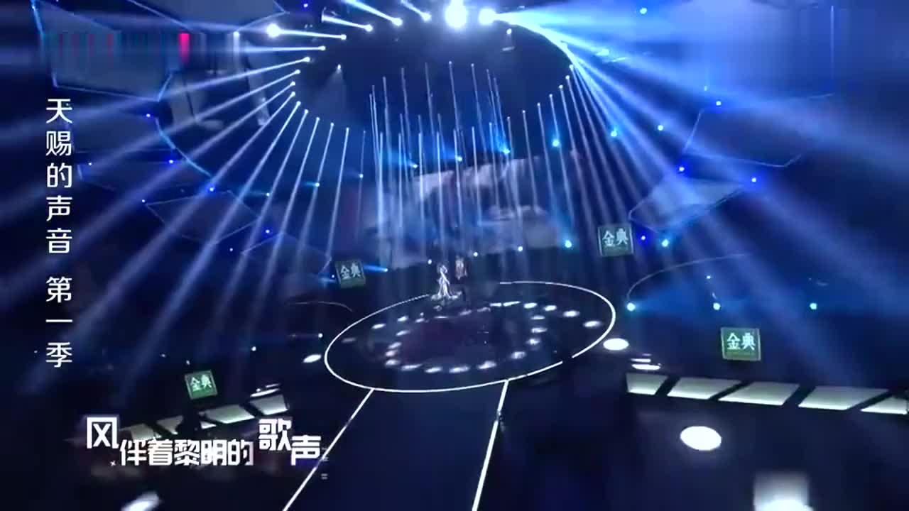 天赐的声音:张韶涵王晰合唱,一首《黎明前的黑暗》惊艳四方